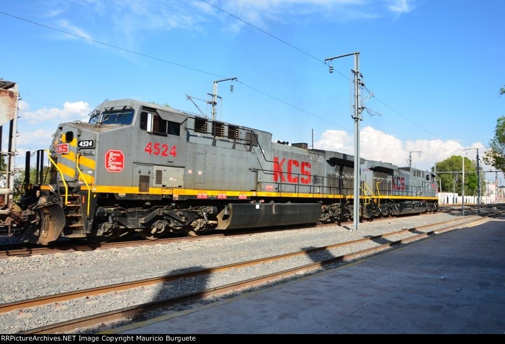 KCSM AC44's Gray scheme at Queretaro Station