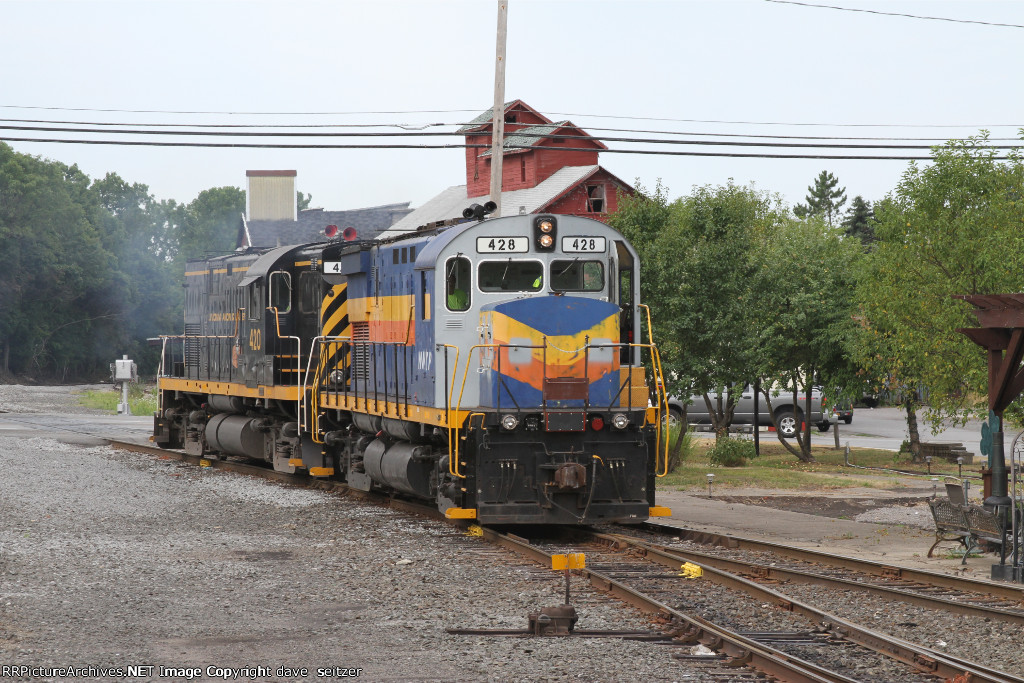 The Northbound LAL train has cut away from its train and arrived at Avon to switch Barilla Pasta.