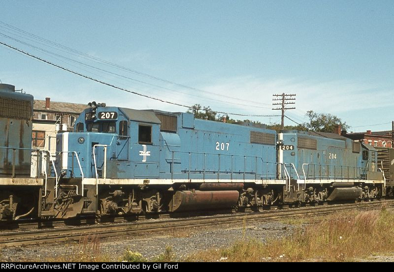 B&M 207-204(GP38-2s)