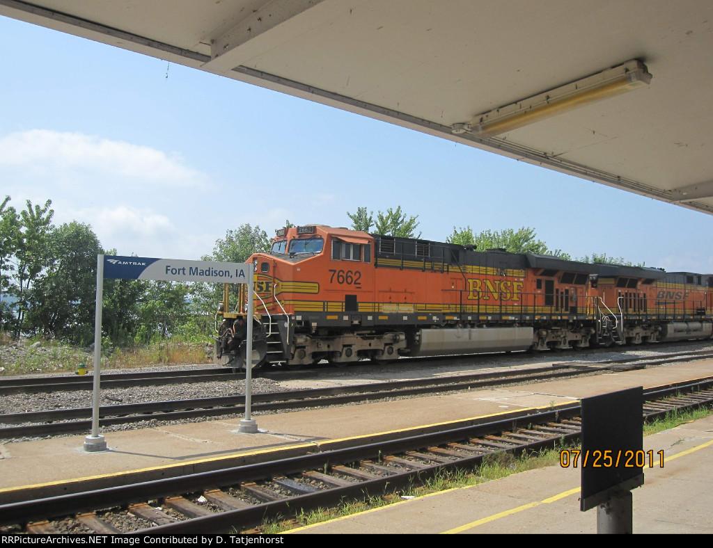 BNSF ES44DC #7662