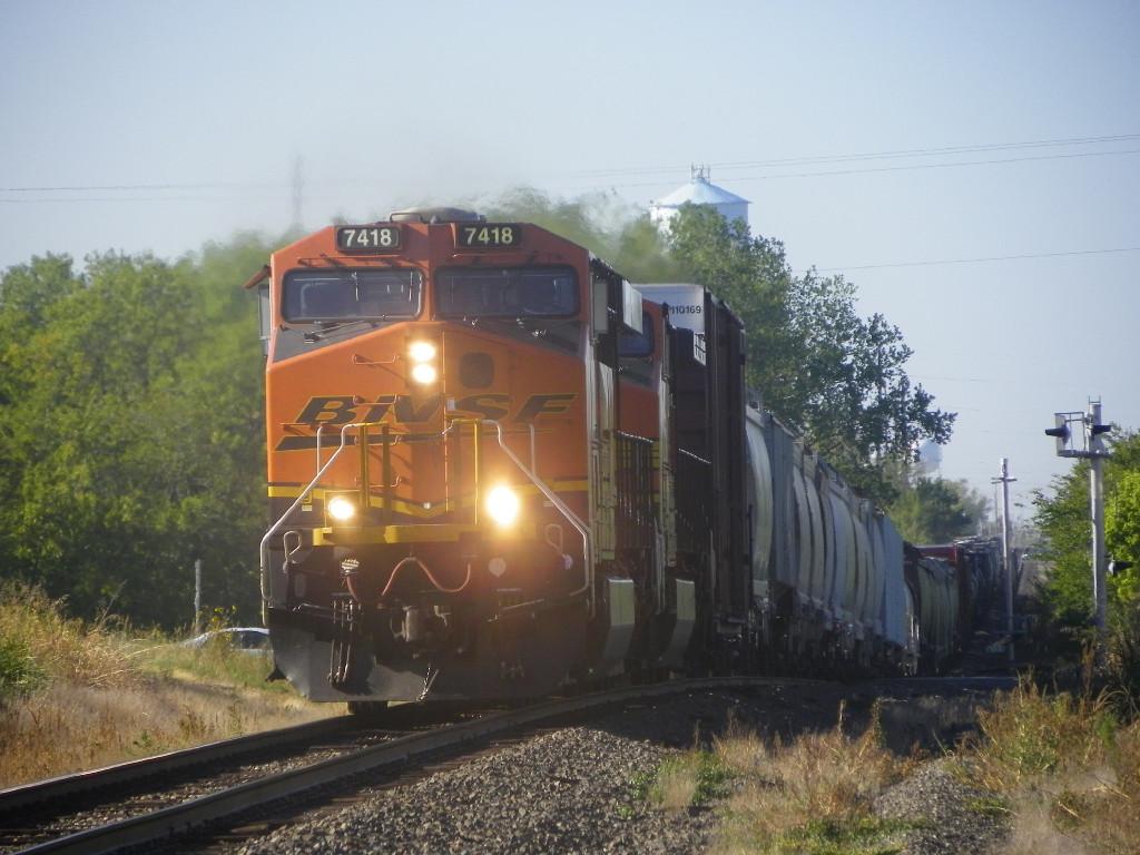 BNSF ES44DC 7418