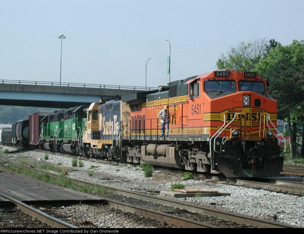 BNSF 5451