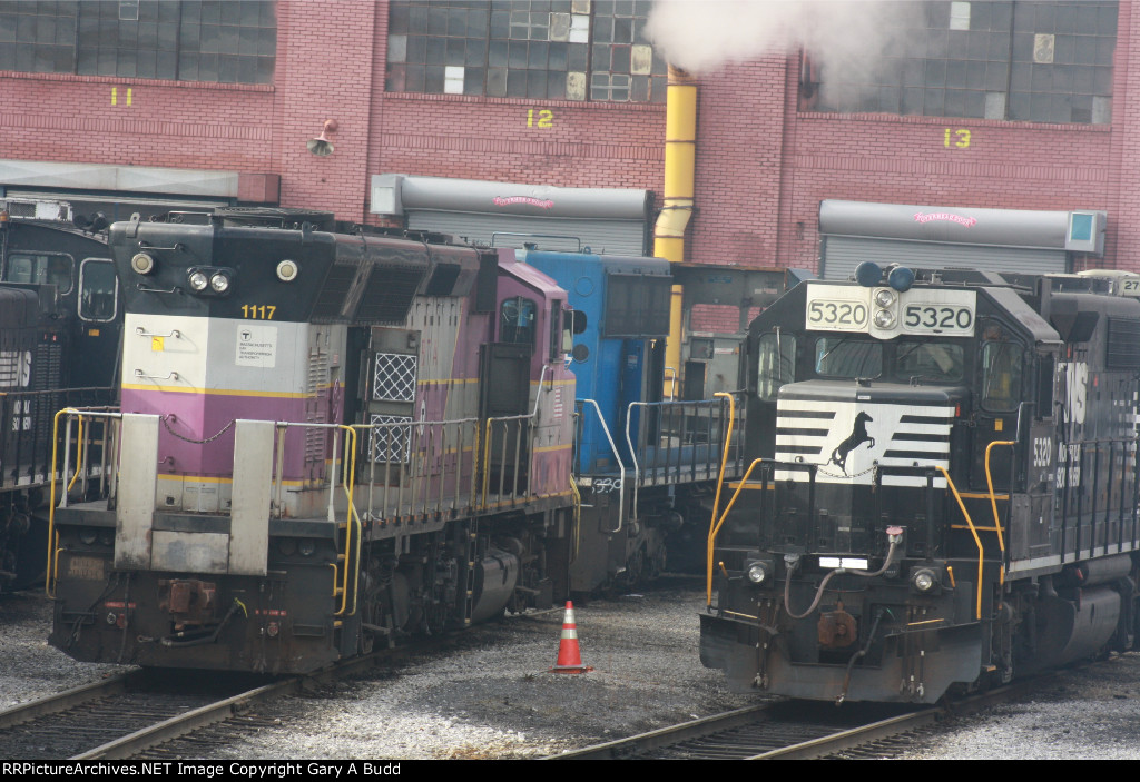 NORFOLK SOUTHERN GP38-2 5320 MBTA 1117