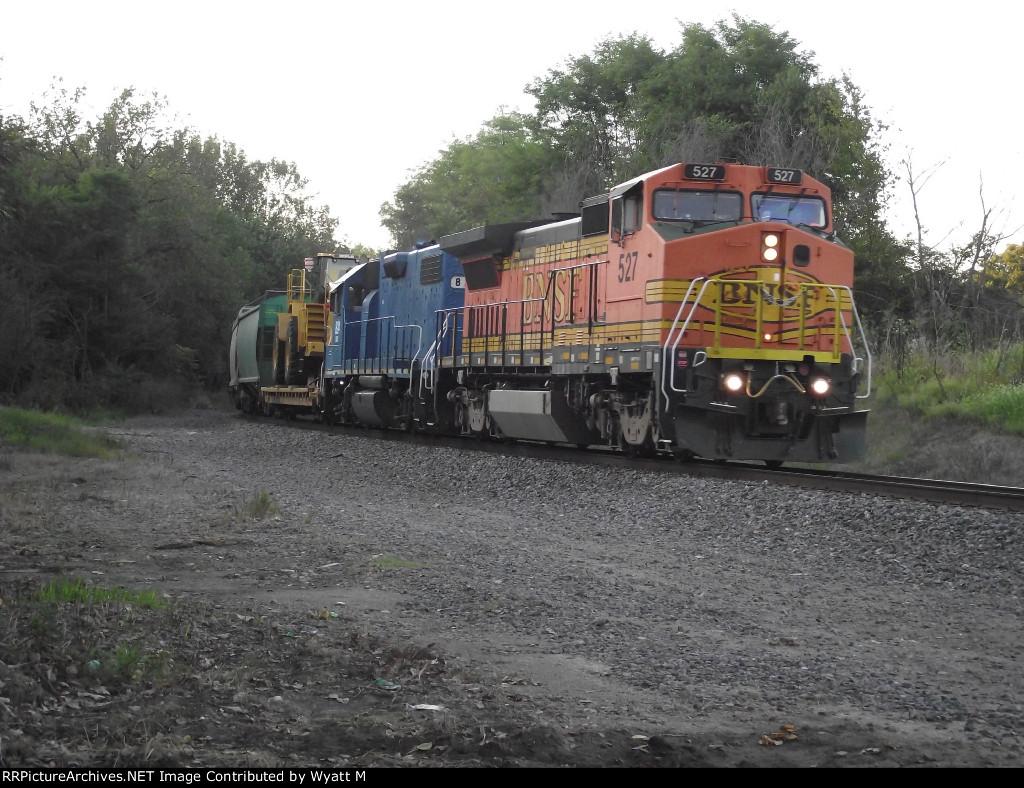 BNSF 527 and EMDX 824