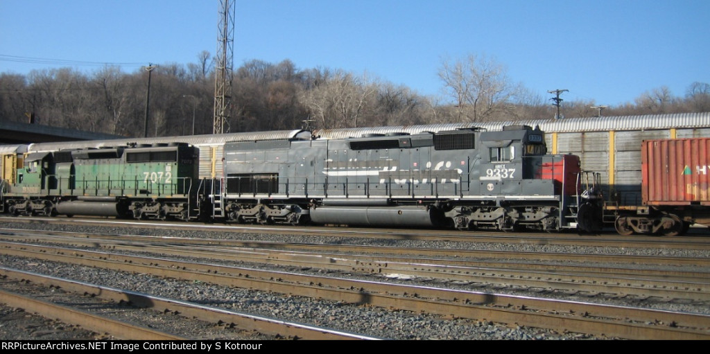 SP tunnel motor on the BNSF on a stack train at Daytons Bluff in St Paul in 2007.