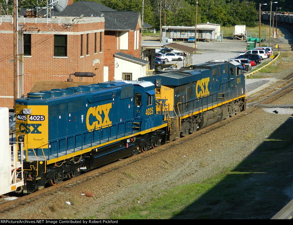 CSX 5210(ES44DC) AND  4025(SD40-3)