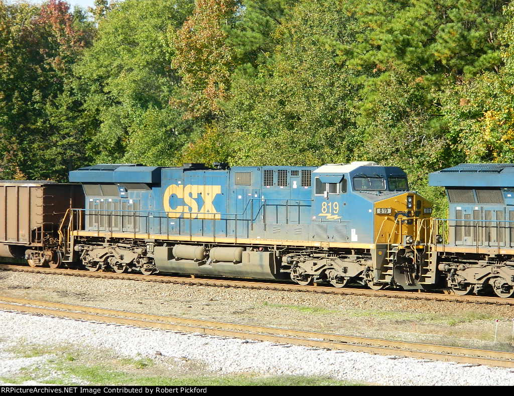 CSX 819 (ES44AC)