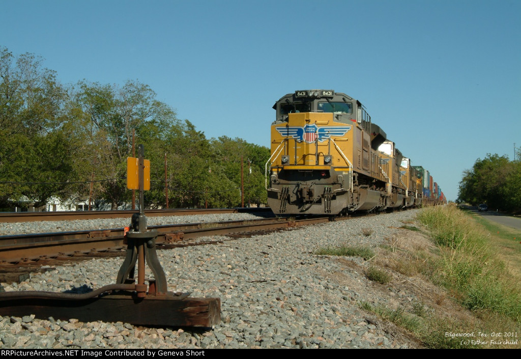 UP 8431 in the siding