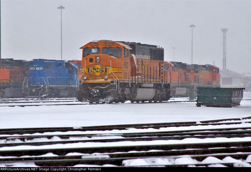 EMDX 780 and BNSF 8922