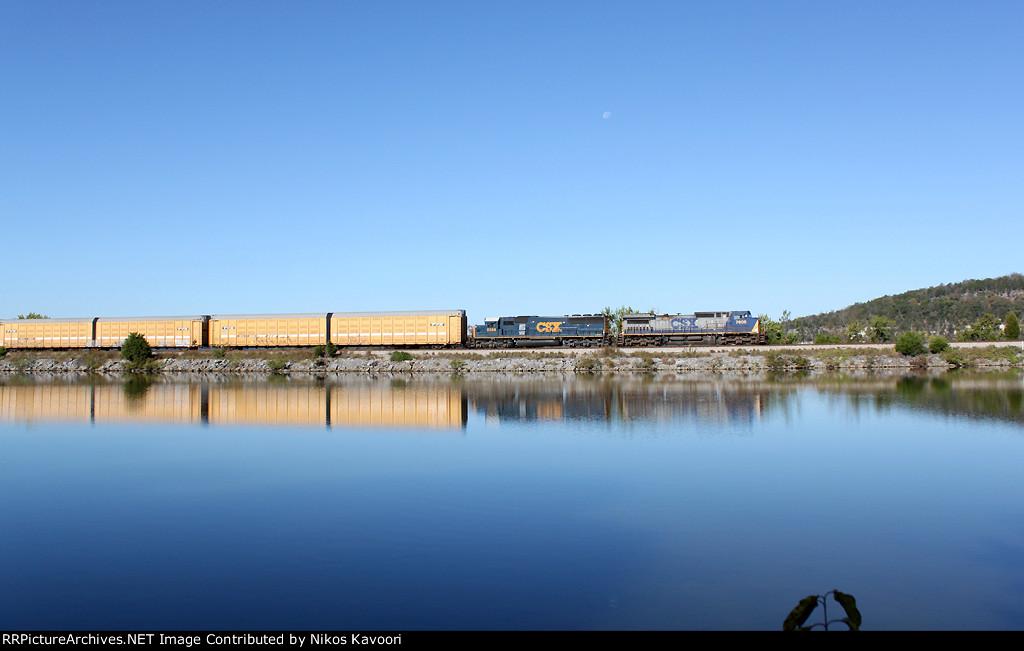 GE-EMD combo leading CSX autorack train