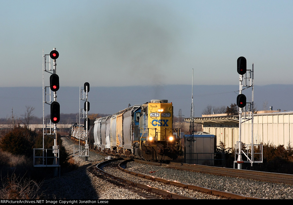 CSX 2671 accelerates up the hill at Fox with Y106