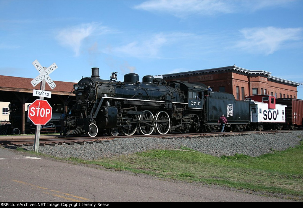 SOO 2719 at the depot with clear skies