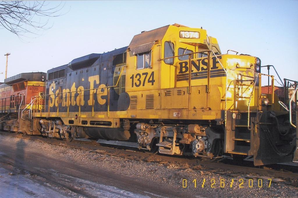 BNSF GP7u 1374