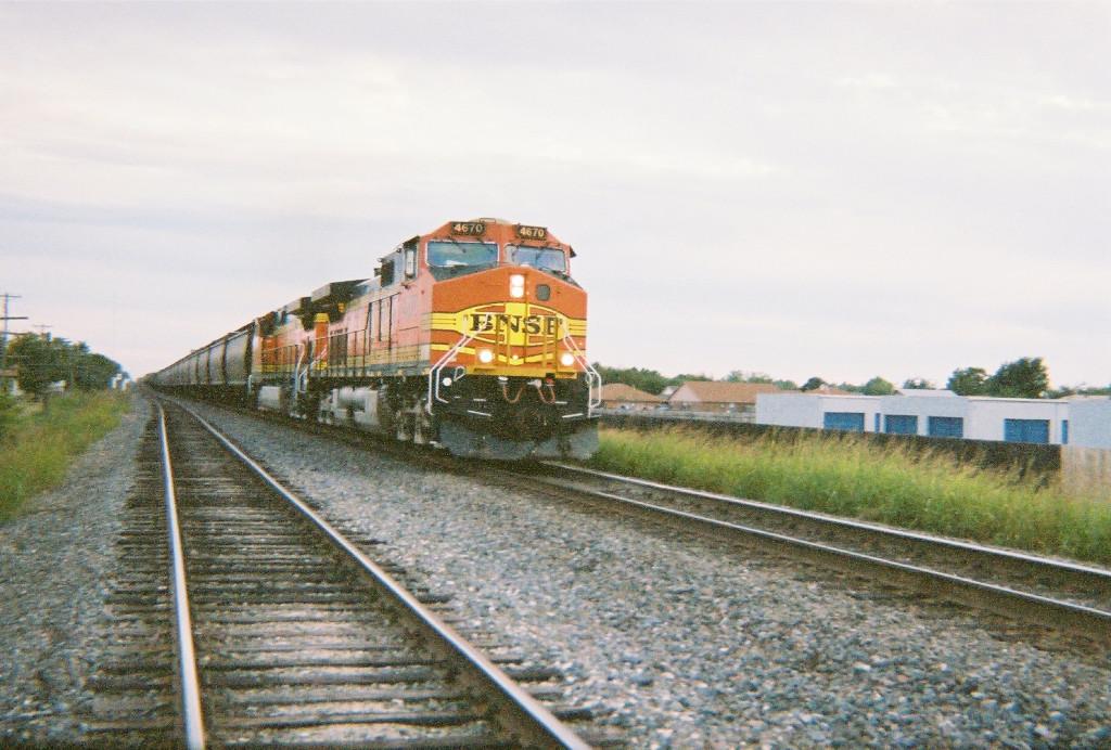 BNSF C44-9W 4670