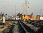 HLCX 3868 GP38-2 & UP 1450 GP40-2 Leaving Polk Yard