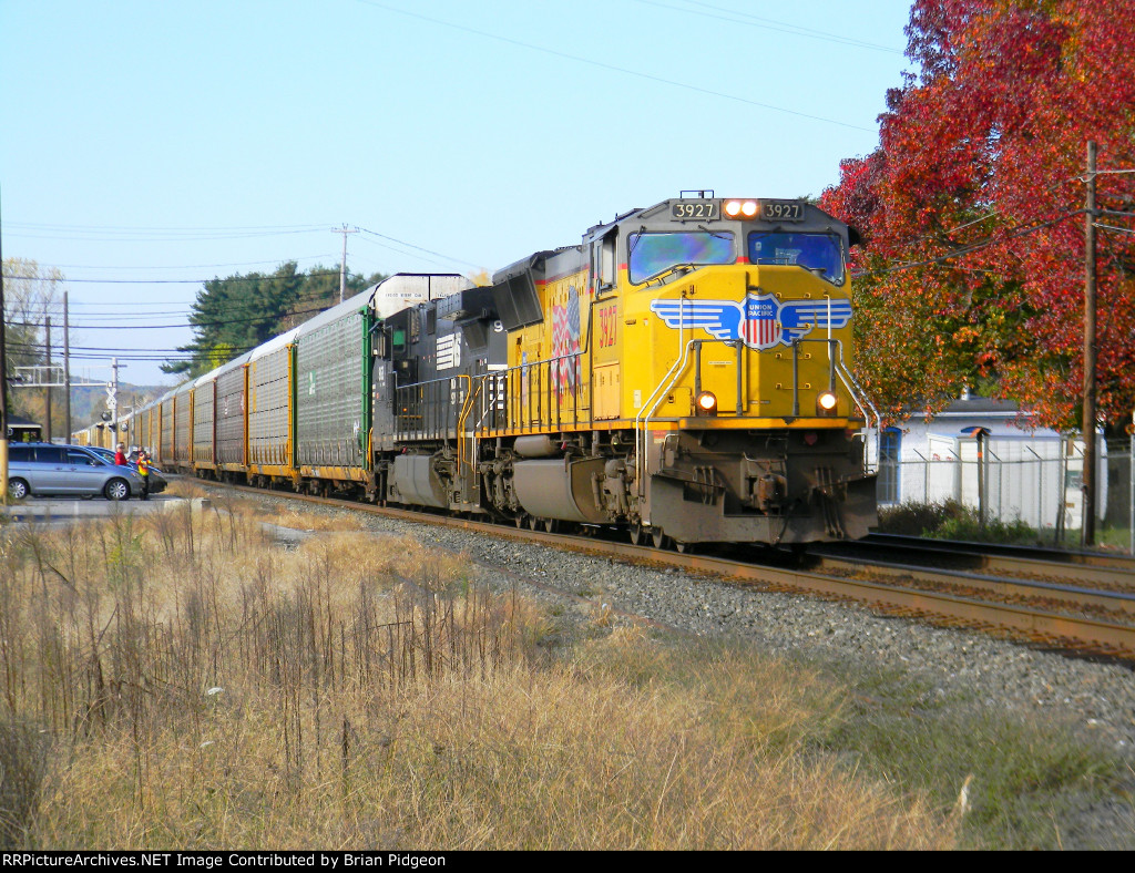 UP 3927 leading NS 290