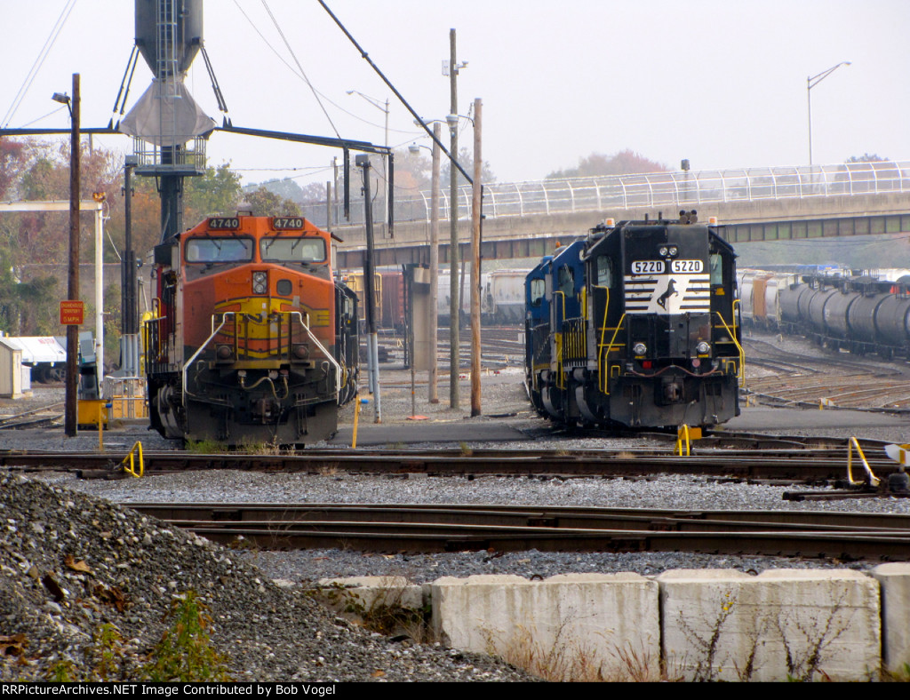 BNSF 4740 and NS 5220