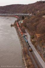 CSX Q161 makes its way north under the Mid-Hudson Bridge