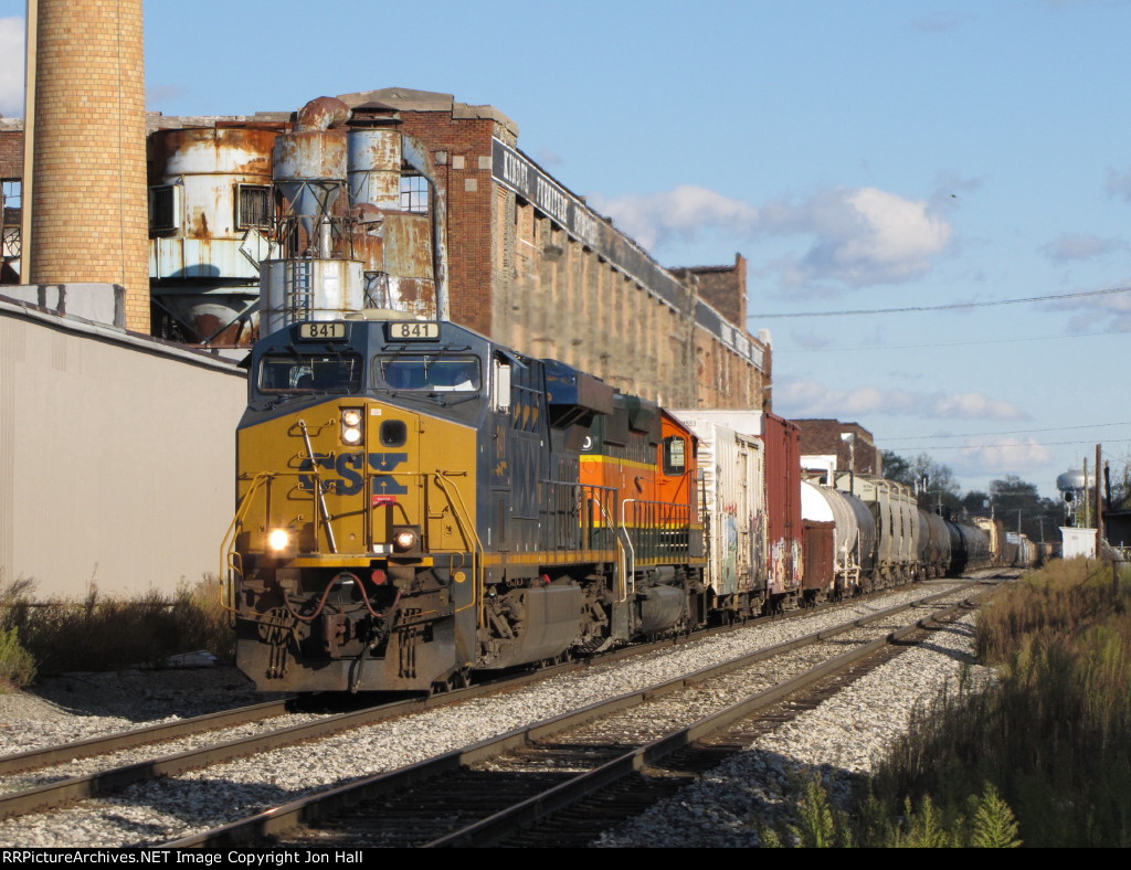 CSX 841 & HLCX 8040 drop downhill into town with Q335-16