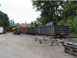GDLK120 heads away onto CSX rails as Z739 with 6 wire loads for the GRE