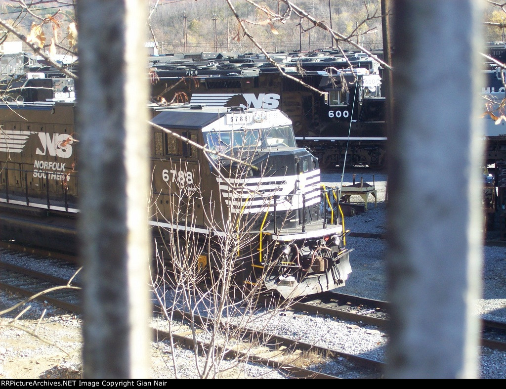Norfolk Southern 6788 and 600