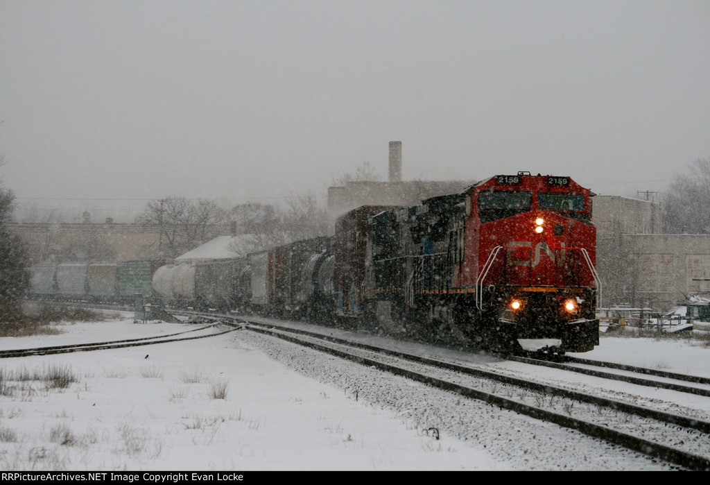 CN 2159 and IC 2466 slowly lead L502 east