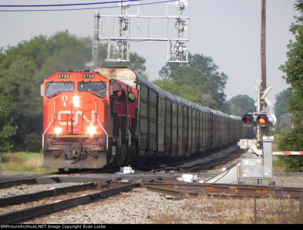 CN 5756 Leads M39331 Westward