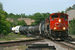 CN 8901 Heads east with M370 in transit