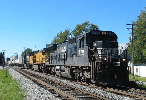 NS 8741 heads east with 17R on friday