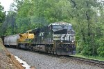 Finally the train we were waiting on and NS370 heads to Chattanooga