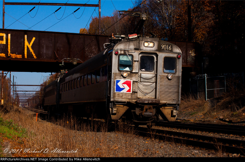 A SEPTA local with a pair of Silverliner II's arrive at Woodbourne.