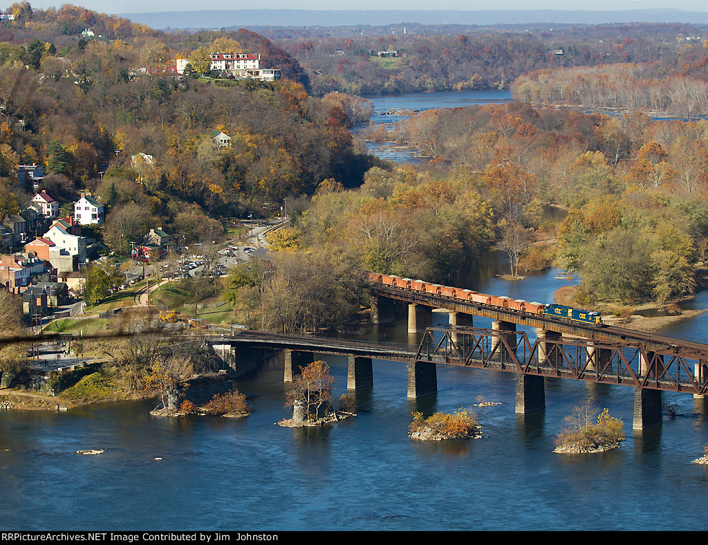 CSX W091 Ballast Train crosses the Potomac River