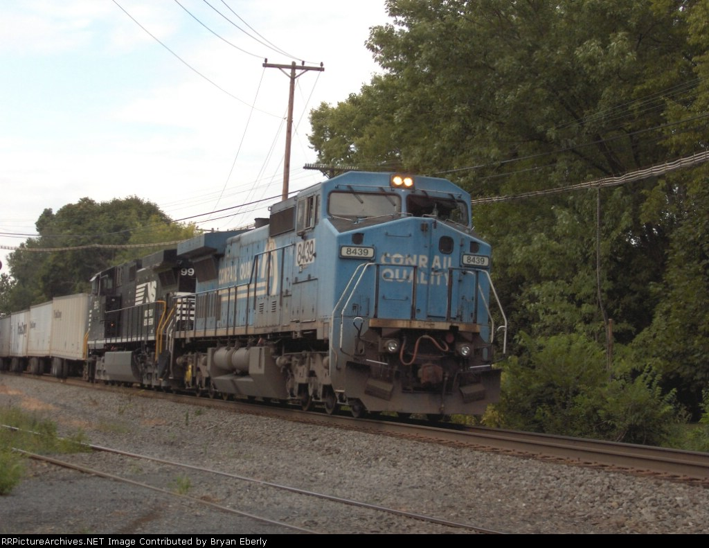 NS 8439 leads an intermodal