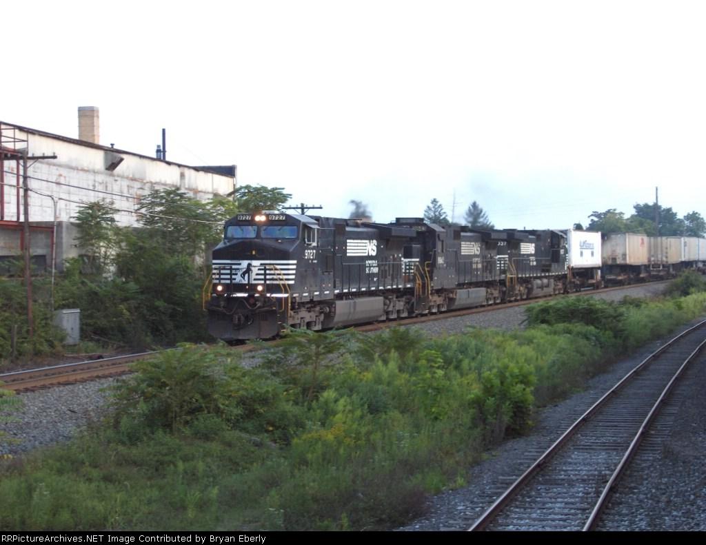 NS 9727 leads an intermodal