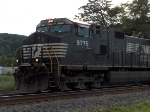 NS 9775 pulls a train