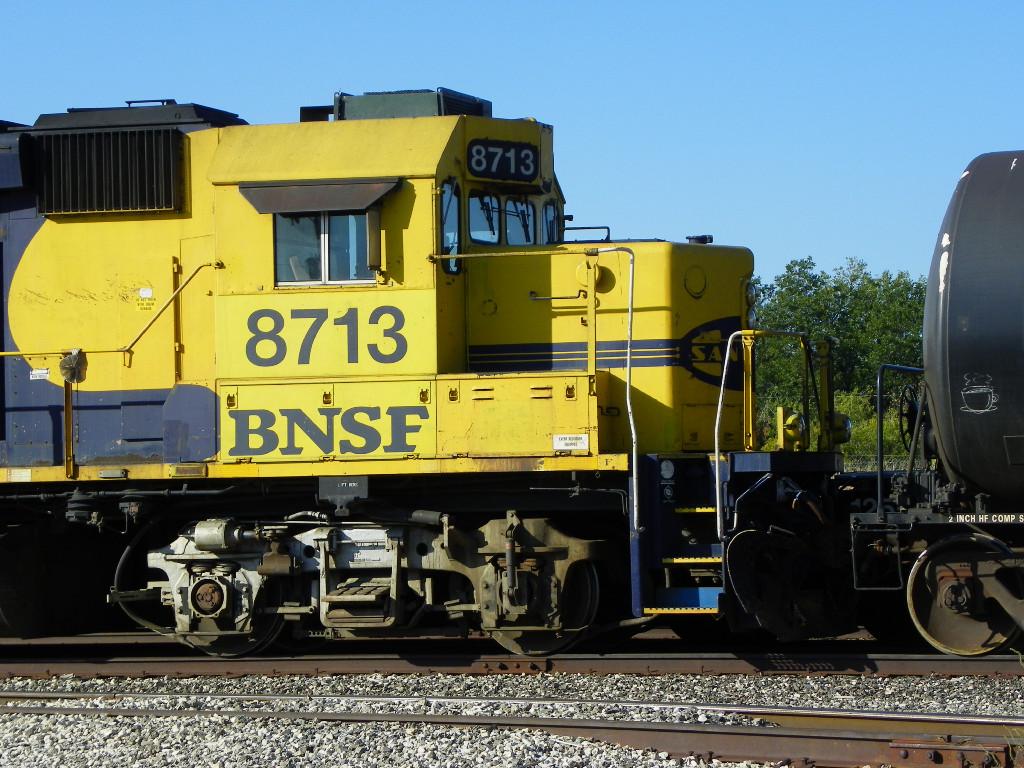 BNSF GP60 8713