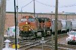 BNSF 4992 with BNSF 5137