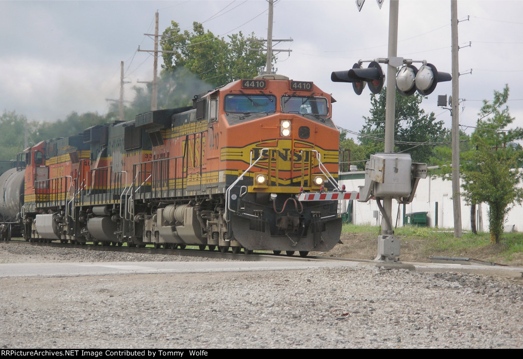 BNSF 4410 Leads an Eastbound Manifest