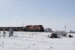 CP 9528 Runs Empties Back to Canada