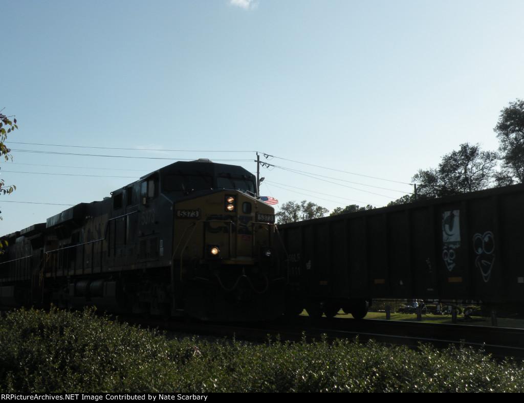 CSX #5373 (CSXT Q120) Racing a Northbound