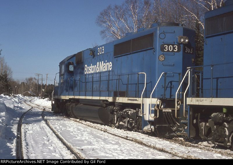 B&M 303(GP40-2)
