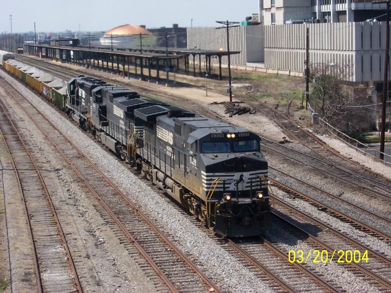 NS 9339 leads NS train 452 pass Amtrak sta