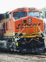 BNSF 6688, view of front