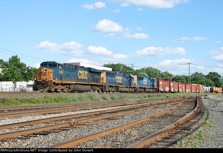 CSX 5236 on Q-438