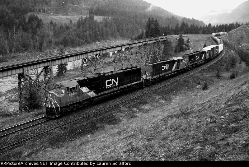 CN 5690 W/B
