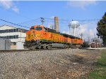BNSF 4452 Leads a Westbound Manifest with a Friendly Wave