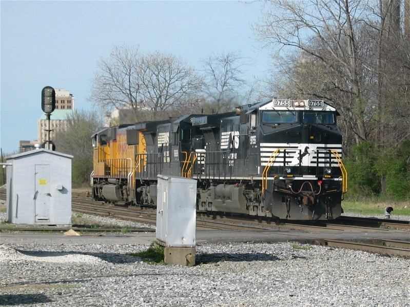 NS 9755 with Horsehead Paint Scheme on the Rear of a Power Move
