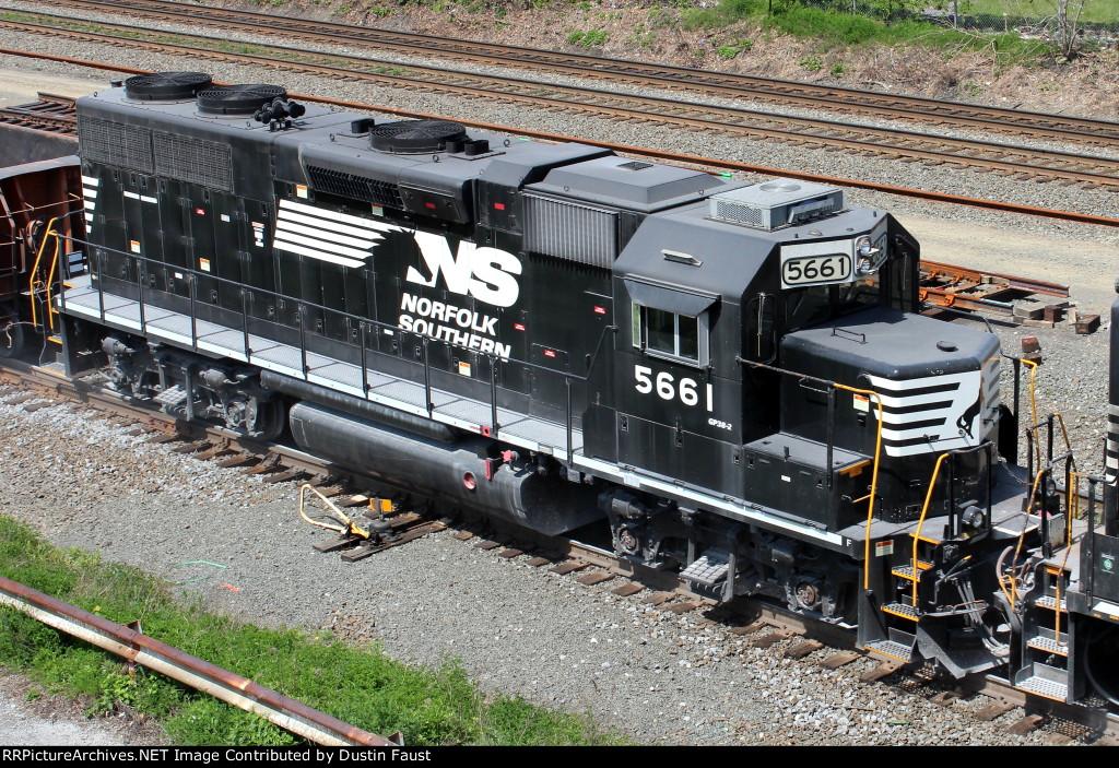 NS 5661 GP38-2