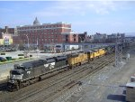 NS 961 w/ UP SD70s