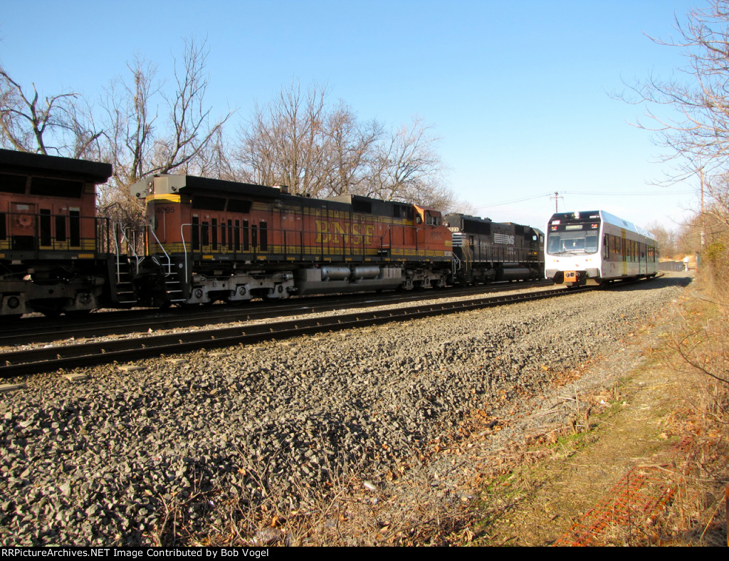 NJT 3520 and BNSF 4095